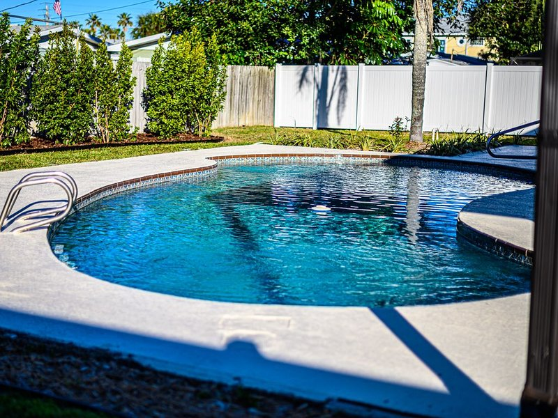 Casa Flamingo, heated pool steps to Ocean and The Pier, East of A1A, vacation rental in Cocoa Beach