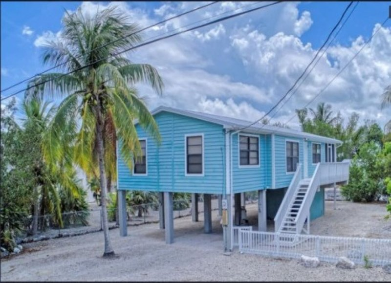 CANAL FRONT HOME IN BIG PINE KEY, alquiler de vacaciones en Big Pine Key