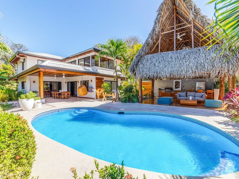 �Steps to beach and yoga~Modern~24/7 Security~4Br~Pool-->Casa Prana, holiday rental in Nosara