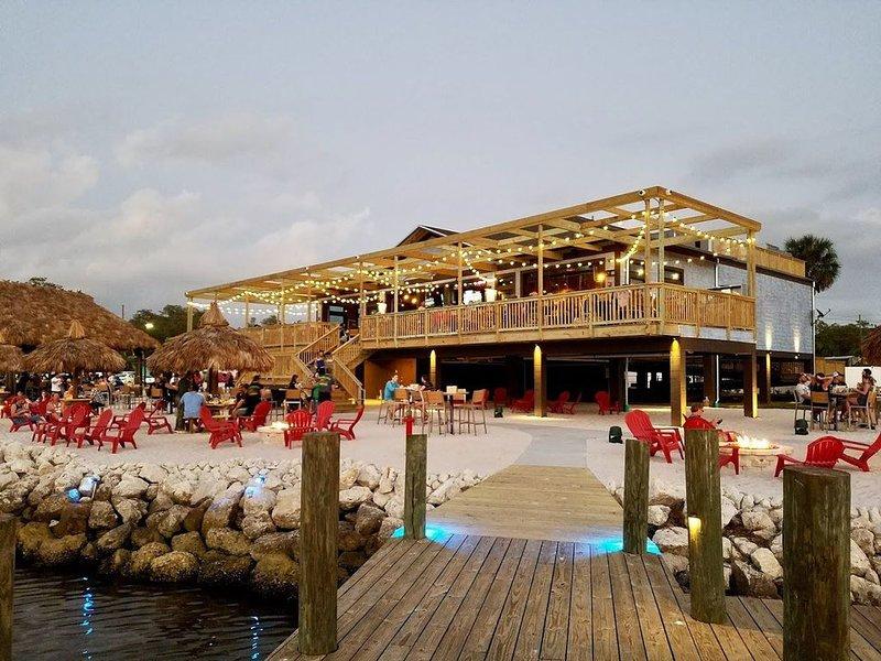 Traditional Florida Vacation Duplex with Direct Gulf access, alquiler de vacaciones en Port Richey