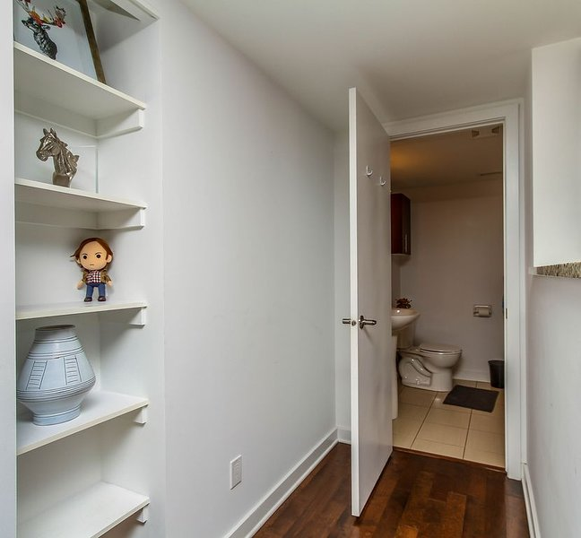 PERFECT LOCATION, DOWNTOWN CONDO WITH PRIVATE ENTRANCE, holiday rental in Overbrook