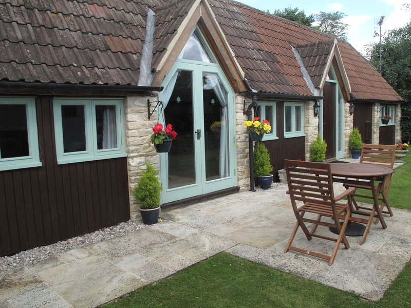 Beautifully Converted Barn In The Cotswold Water Park, vacation rental in Ashton Keynes