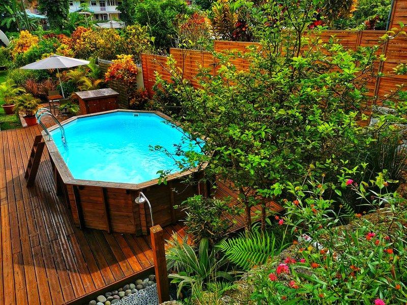 spacieux rez de jardin de 200m² dans villa avec piscine privative, holiday rental in Morne-A-l'Eau