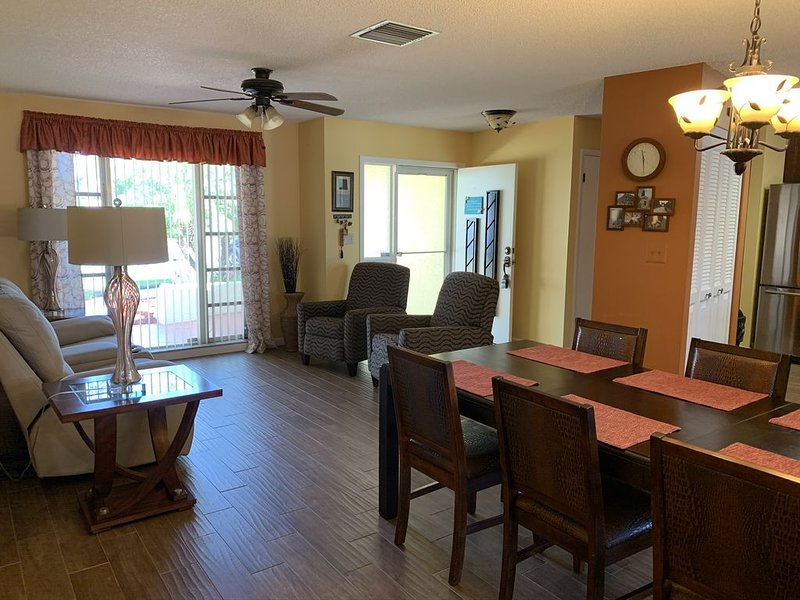 COZY HOLIDAY HIDEAWAY, holiday rental in Trinity