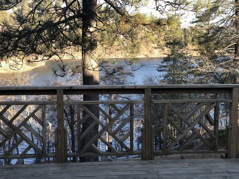 Crestline Lake Front Cabin, holiday rental in Crestline