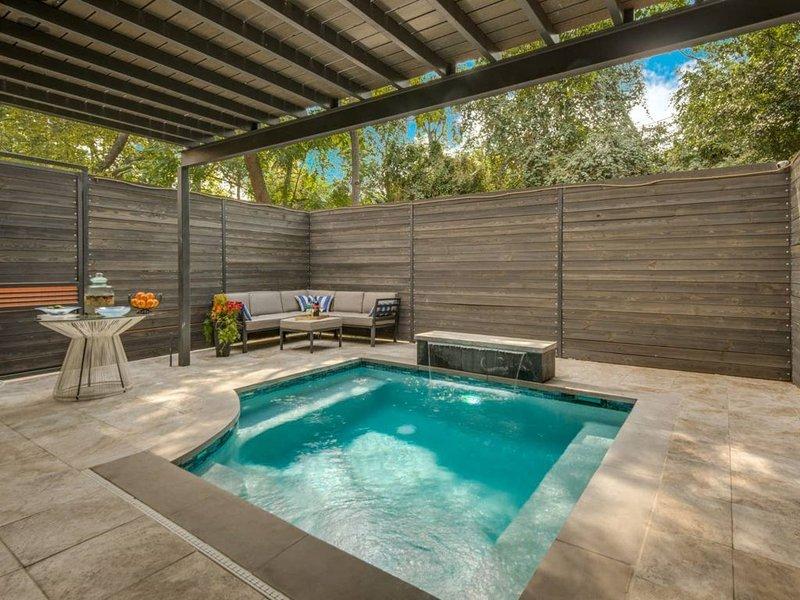 Posh Uptown Dallas House on the Katy Trail with Pool Walk to Restaurants – semesterbostad i Dallas