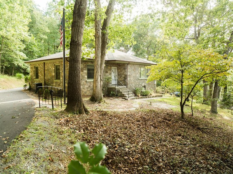 Shenandoah Stone House With Kayaks & Self Check-in, alquiler vacacional en Purcellville