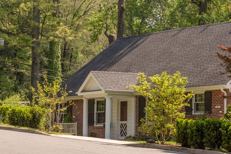 Buckingham Hall | Luxury, Furnished 3BR Home 1 mile from UVa & 1.5 to Downtown, alquiler de vacaciones en Keswick