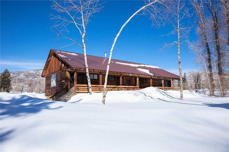 CABSA by Pioneer Ridge: Rustic Colorado Cabin! Enjoy a quiet setting by Buff Pas, holiday rental in Clark