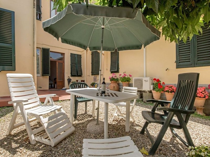 Sweet Home Porta Romana, a Firenze con giardino in tranquilla zona residenziale, holiday rental in Galluzzo