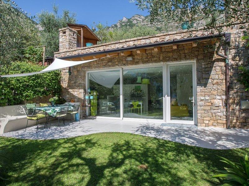 Limone - Casetta immersa nel verde con vista lago, holiday rental in Limone sul Garda