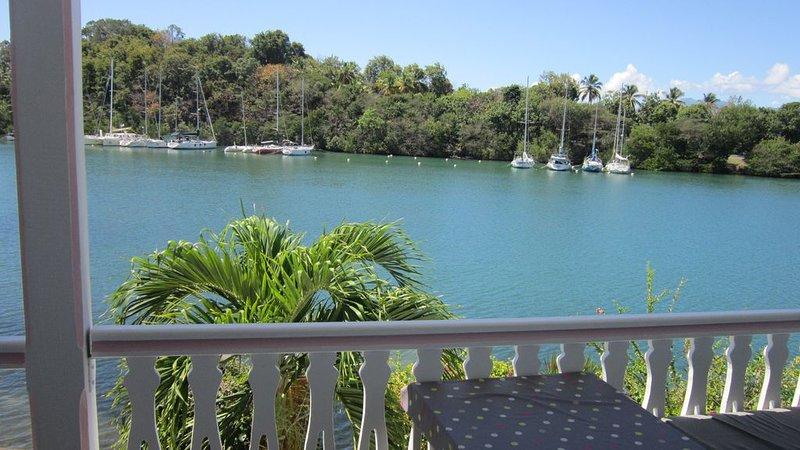 T2 bis duplex, Gosier marina, stunning views of the lagoon, location de vacances à Le Gosier