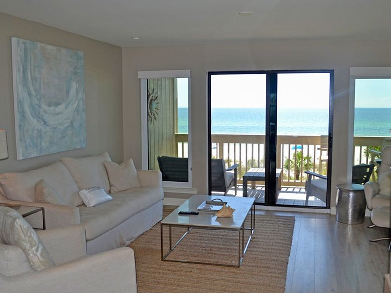 Ramsgate getaway w/ panoramic view, beach access & shared pool!, alquiler de vacaciones en Carillon Beach