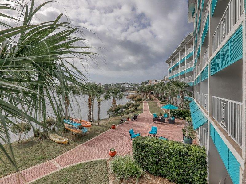 Elegant condo w/lake views, free WiFi, beach access, & shared resort pools!, location de vacances à Ebro