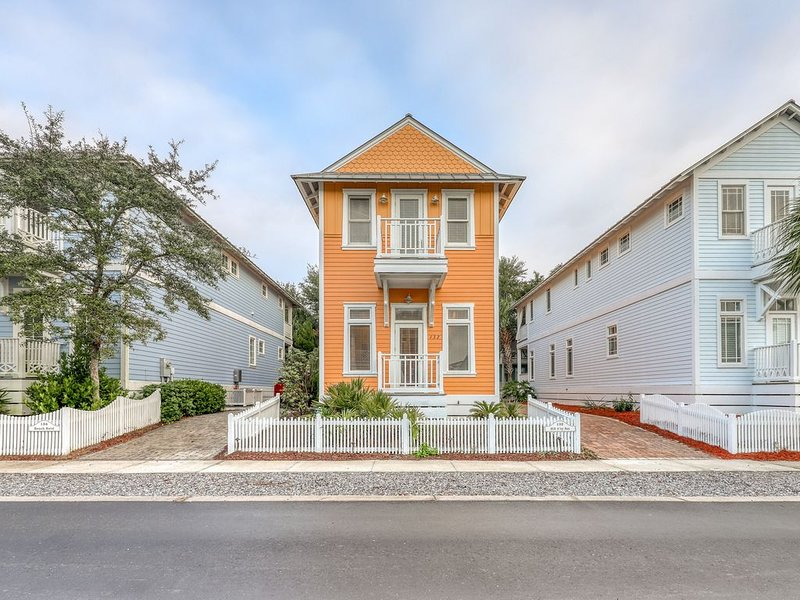 Immaculate Parkshore Drive retreat w/ master bedroom balcony - next to park!, vacation rental in Carillon Beach