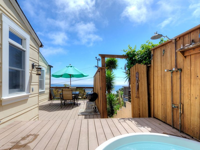Sunny Beach Cottage with Amazing Views, alquiler de vacaciones en Bolinas