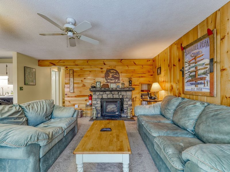 Secluded Mountain Townhouse w/ WiFi, Private Washer/Dryer, and Gas Fireplace!, casa vacanza a Bridgton