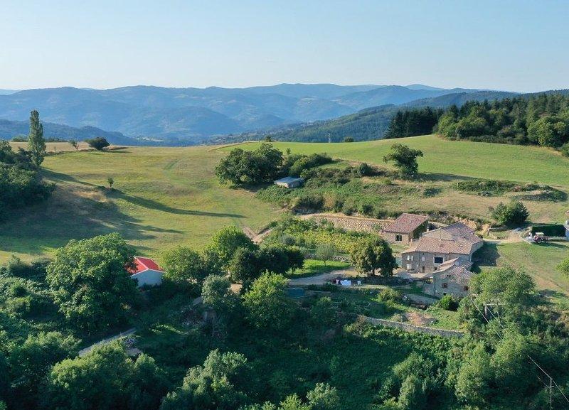 Le gîte idéal pour faire un break nature (4/6 P) , au cœur de l'Ardèche verte, holiday rental in Silhac