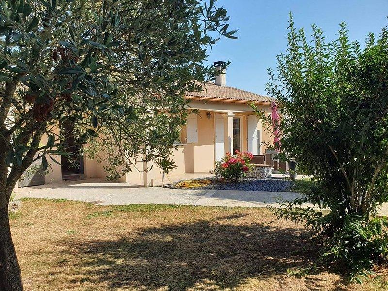 Villa spacieuse et contemporaine, holiday rental in Saint Nazaire sur Charente