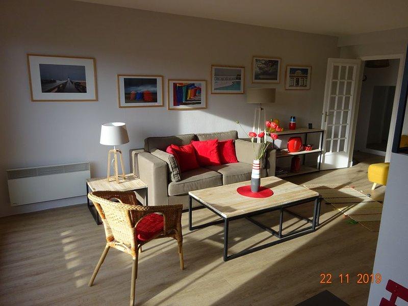 DEAUVILLE CENTRE . 2 pièces  . 50 m2 .  Parking privé . Balcon plein SUD ., holiday rental in Bonneville-sur-Touques