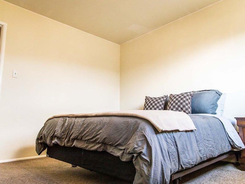 Snug Richmond Two Bed, vacation rental in El Cerrito