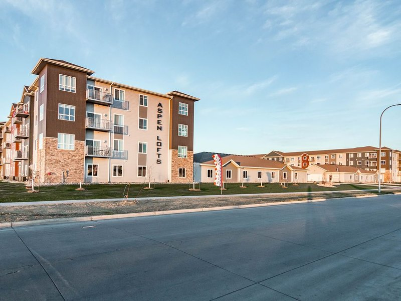 New Elegant 3 BR Apartment, vacation rental in North Dakota
