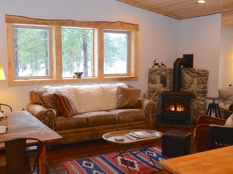 Goat Peak Loft-Walk to the Ski Trail!, holiday rental in Mazama