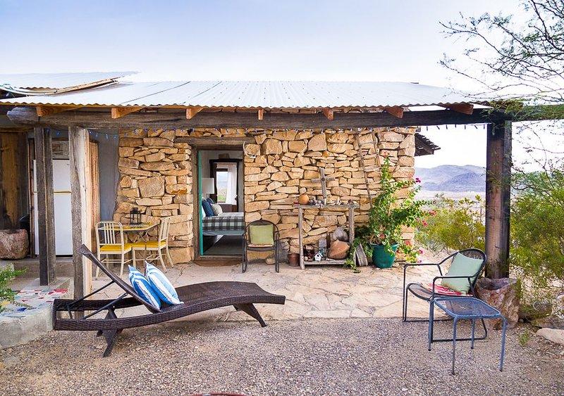 Mimi's Guestroom - Texas' Best Kept Secret!, holiday rental in Terlingua