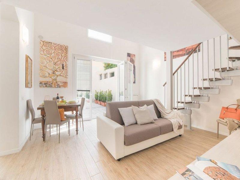 Sweet Home Cittadella, comfort in centro Firenze, con patio privato, vacation rental in San Vivaldo