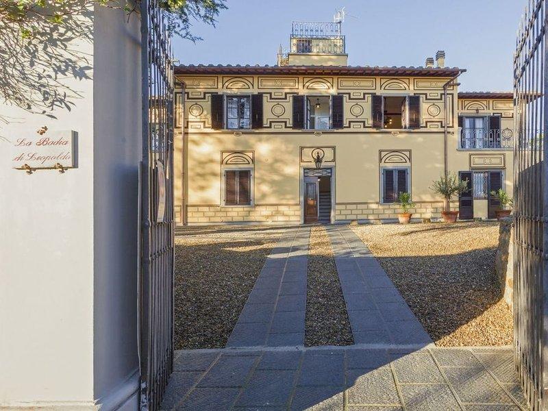 La Badia di Leopoldo, villa storica con giardino privato e posto auto a Firenze, location de vacances à Bagno a Ripoli