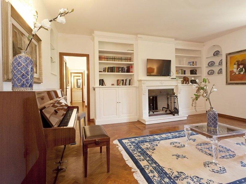 Apt Iris in villa nel Chianti 2 camere, 3 bagni, terrazza sulla torre, piscina, holiday rental in Tavarnuzze