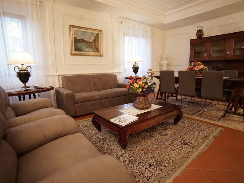 Orchidea Apt, in stunning Villa in Chianti, swimming pool, 15 min from Florence, holiday rental in Tavarnuzze