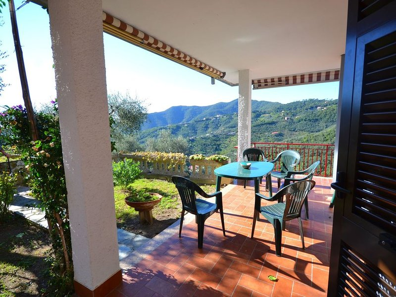 Cozy Holiday Home in Moneglia with Private Garden, holiday rental in Tavarone