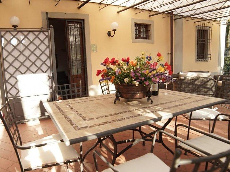 Mughetto apt,  in Villa nel Chianti con piscina -3 camere,2 bagni, patio privato, holiday rental in Tavarnuzze
