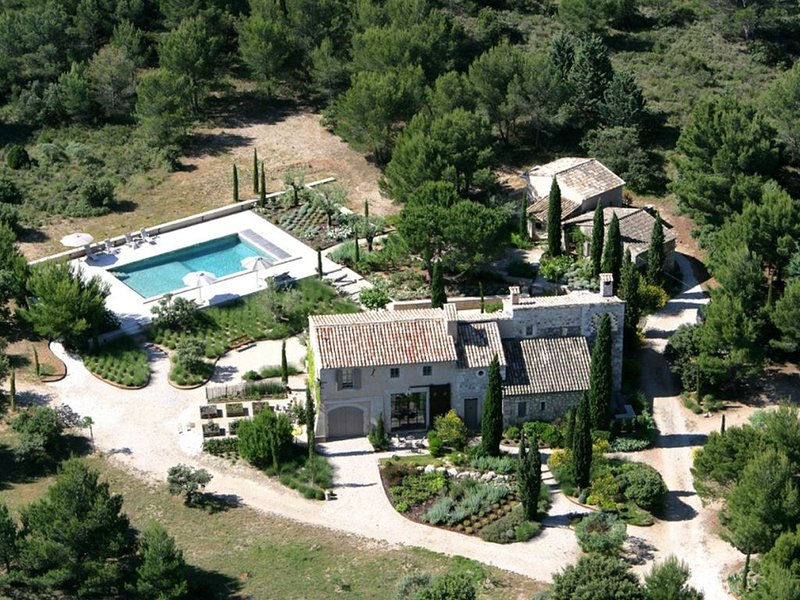 Sublime Mas Piscine Chauffée tennis, holiday rental in Eygalieres