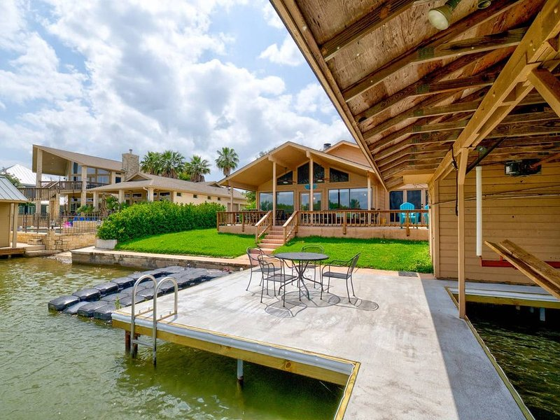 Lake LBJ Waterfront House w/ Private Boat Slip and Perfect for Family Getaways, casa vacanza a Sunrise Beach