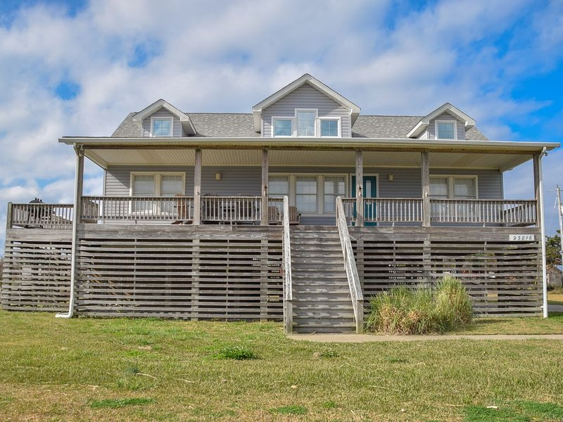 Amazing value for the price! Relaxing, open & beautiful. 7 min walk to beach, location de vacances à Rodanthe