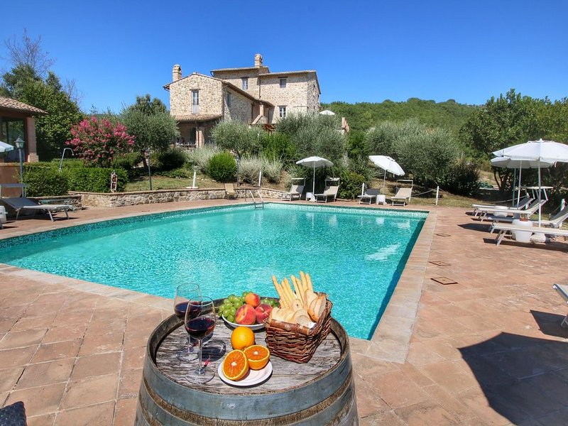 Luxurious Cottage with Pool in Assisi, vacation rental in Assisi