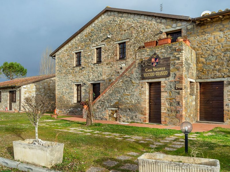 Rustic Cottage in Magione with Swimming Pool, holiday rental in Villa