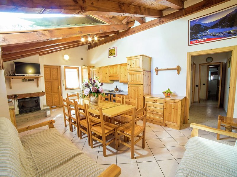 The chalet is situated in a quiet and sunny area of Antey Saint André., holiday rental in Chamois
