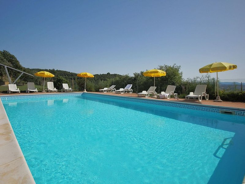 Farmhouse in Paciano with Swimming Pool, Roofed Terrace, BBQ, aluguéis de temporada em Tavernelle di Panicale