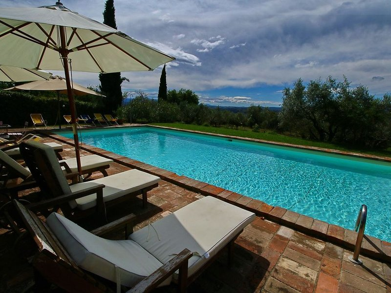 Alluring Farmhouse in Todi with Terrace, holiday rental in Loreto