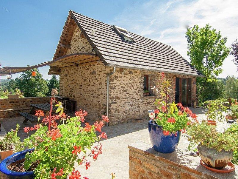 Comfortable gite in picturesque medieval village, location de vacances à Ségur Le Château