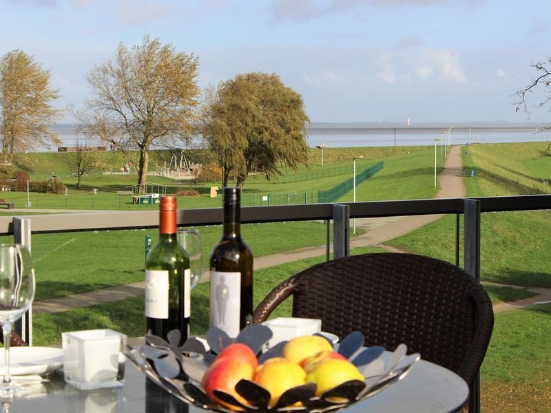 Premium-Urlaub mit einer Aussicht zum Verlieben - das Penthouse Seepanorama besc, holiday rental in Zetel