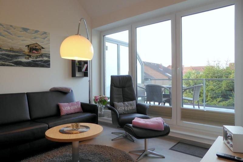In dem charmanten Apartment 'Wind & Welle' mit Westbalkon fühlt man sich auf Anh, holiday rental in Zetel