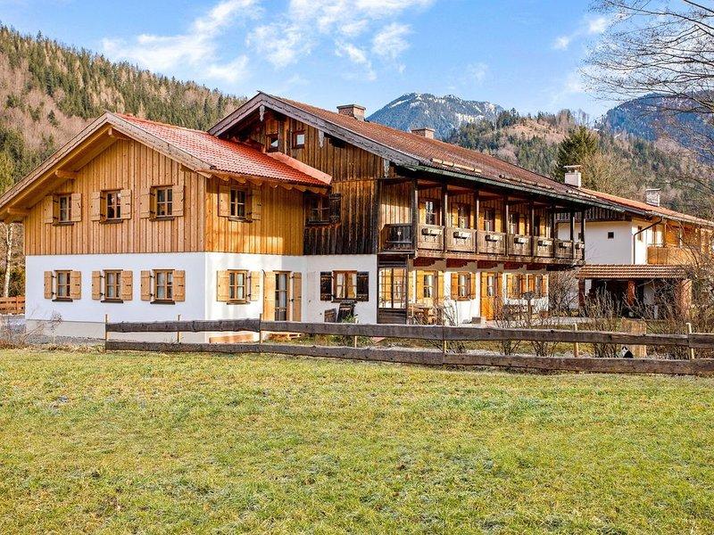 Moderne Ferienwohnung Uferweg mit Balkon, Garten und WLAN; Parkplatz vorhanden, vacation rental in Bad Aibling