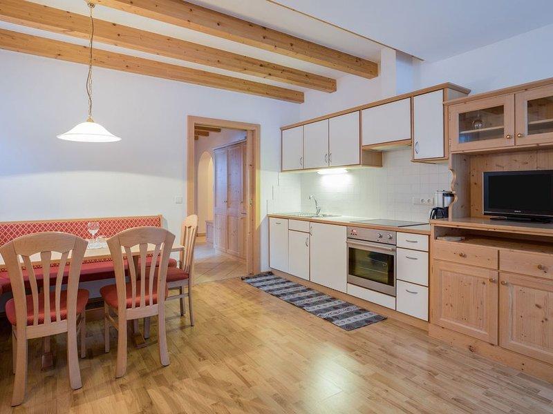 Idyllisches Apartment Benjamin mit Balkon, Bergblick und WLAN; Parkplätze vorhan, holiday rental in Vandoies