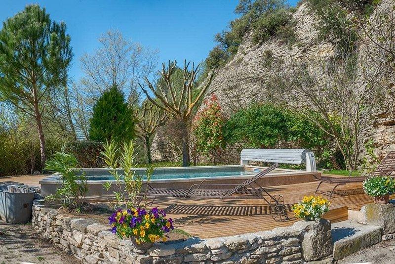 #Perle rare ! Piscine et accès rivière privé, holiday rental in L'Isle-sur-la-Sorgue