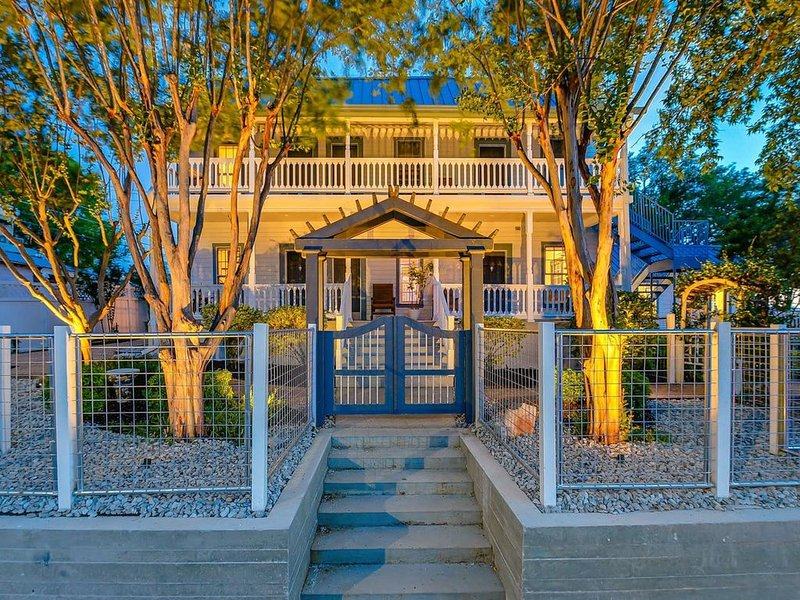 Downtown Luxury Marble Falls Boutique Property: Buchanan Suite, holiday rental in Marble Falls
