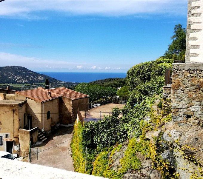 Maison typique Corse avec vue panoramique mer/Montagne -4,5 kms mer 6 couchages, location de vacances à Pigna